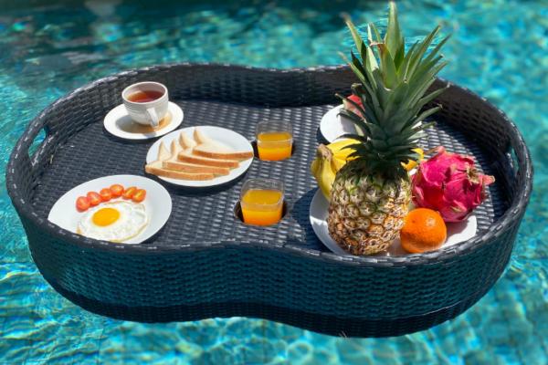 floating breakfast tray